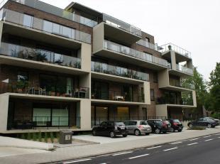 Het appartement omvat volgende ruimtes: Inkomhal, vestiaire, woonkamer, met open ingerichte keuken, berging, afzonderlijk toilet, ingerichte badkamer