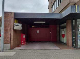 Ingang Plezantstraat, uitgang Hofstraat staanplaats nr 34 gelijkvloers D<br /> BEZOEKERS VIA ZIMMO: KLIK HIER VOOR EEN BEZICHTIGING: https://www.woonb