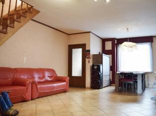 Bonne habitation bénéficiant de très beaux espaces habitables, nécessitant des travaux de rénovation.<br /> Celle-c