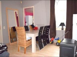 Maison de rangée idéalement située à proximité du centre-ville de Mouscron et du centre hospitalier.L'habitation di