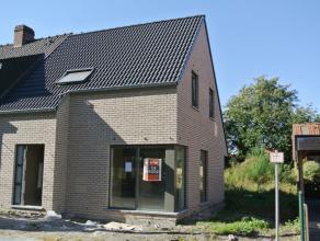 Kwaliteitsvolle nieuwbouwwoning (2015) te Ooigem (Wielsbeke)<br /> Vlot bereikbaar! <br /> 3 (mogelijkheid tot 5) slaapkamers | ZW-gerichte tuin.<br /