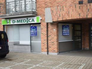 Handelsgelijkvloers te koop centraal gelegen in het centrul Veldegem. Toplocatie!<br /> <br /> Indeling:<br /> Grote parkingruimte, Ingerichte winkelr