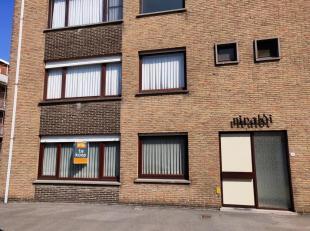 Gelijkvloers appartement met 3 slaapkamer, ruime berging en garage!<br /> <br /> Indeling: <br /> Inkomruimte - Keukenruimte voorzien van kasten en to