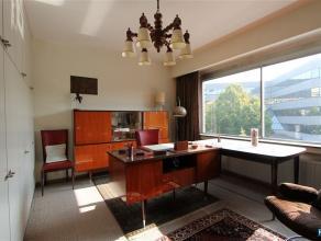 WILRIJK: SNEEUWBESLAAN 23 Ruim comfortabel en zonnig appartement van ca 170 m² 4 SLPK | 2 BADK | TERRAS | KELDER + PARKING Op de 2de verdieping v