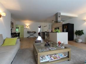 WILRIJK : LUXUEUS GELIJKVLOERS APPARTEMENT MET TUIN Schitterend appartement van 125m² met ruime living op parket - luxueuse open keuken - 3 SLPK