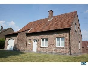 Landelijk gelegen villa doch zeer centraal tussen Antwerpen en Brussel met vlotte verbinding naar oprit autosnelweg met 4 ruime slaapkamers + extra bu