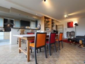 FURNISHED 2 BEDROOM APARTEMENT: ALL-IN Tijdloos gerenoveerd en lumineus dakappartement met 2 slaapkamers, balkon en schitterende woon,-leefruimte met