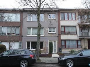 WILRIJK : OOSTERVELDLAAN 83 GELIJKVLOERS 2 SLPK appartement op uitstekende, groene en residentiële ligging te Wilrijk Inkomhal met apart toilet e