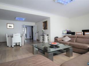 Op toplocatie Centrum Antwerpen recht tegenover het Stadspark riant appartement met 4 slaapkamers en 2 badkamers. <br /> Appartement beschikt over een