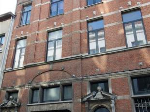 """Aan de gezellige """"stadswaag"""" temidden van de bruisende studentenbuurt vinden we dit <br /> ruim en licht 1-slaapkamer appartement in karaktervol gebou"""