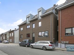 MODERN DUPLEX 3 SLPK APPARTEMENT VAN CA. 110 M² MET ZONNIG TERRAS + GARAGEBOX.<br /> Op gelijkvloerse  verdieping van een in 2013 opgetrokken, kl