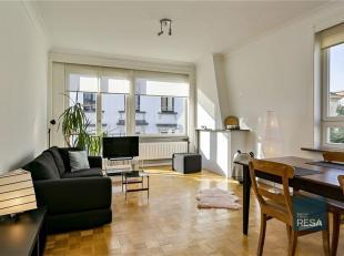 SCROLL DOWN FOR ENGLISH<br /> TOP LOCATIE!<br /> Dit appartement is volledig gemeubeld, op parket, heeft nieuwe houten ramen enbevatalle benodigdheden