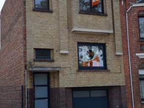 SUPER gelegen, INSTAPKLAAR & perfect onderhouden beschrijven deze bel-etage woning vlakbij het CENTRUM en het station van Brugge! Grondoppervlakte