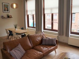 Leuk appartement op de 1ste verdieping in het centrum van Brugge. Dit appartement bestaat uit lichtrijke leefruimte met open NIEUWE keuken, NIEUWE bad
