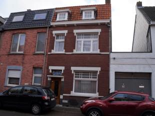 VERZORGDE te vernieuwen RUIME WONING, op 209 m², met aangename TUIN. Gelegen nabij alles en op fietsafstand van Brugge centrum. RUIM INGEDEELD: i