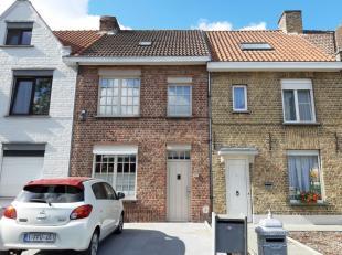 LEUKE INSTAPKLARE WONING, rustig gelegen, op fietsafstand van Brugge! Deze woning beschikt over een inkom, ruime living, keuken, handige berging, badk