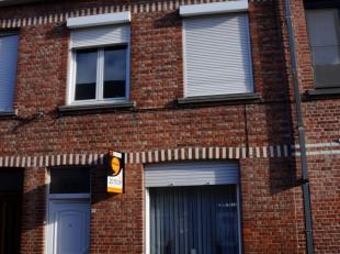 Goed gelegen INSTAPKLARE WONING met GARAGE, nabij de ring van Brugge en het Daverlopark. Indeling: inkom, living met parket, keuken, spinde, berging,
