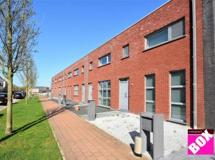 Prachtige, recente woning (2011), met 3 slaapkamers, tuin en garage, gelegen in een rustige woonwijk te Mariakerke - Oostende. Deze nieuwe verkaveling