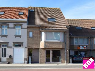 Prachtige bel-étage woning met 4 slaapkamers, polyvalente ruimte en terrassen, gelegen te Middelkerke. Uitstekend gelegen langs een invalsweg v