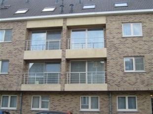 Zeer goed onderhouden  duplex appartement (91m²) gelegen op de 3de verdieping (lift aanwezig) met 2 slaapkamers, terras achteraan (6,80m²),
