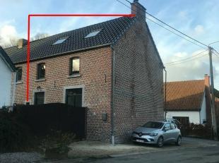 Située dans un endroit calme à la campagne, belle maison de 120m², comprenant au rez-de-chaussée: hall d'entrée, s&ea