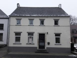 EN OPTION<br /> <br /> Sympathique maison villageoise sur 7 ares, à moderniser en profondeur. Habitable immédiatement, il est néa