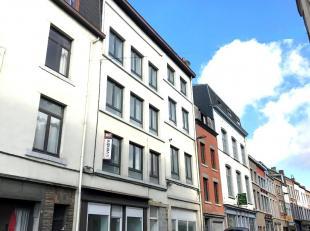 Duplex composé: d'un spacieux séjour, une superbe cuisine équipée, grande porte fenêtre donnant sur cour priv&eacute