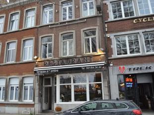Face à la Meuse, bel immeuble de rapport comprenant un restaurant de luxe avec terrasse, 2 studios, un appartement 1 chambre, possibilit&eacute