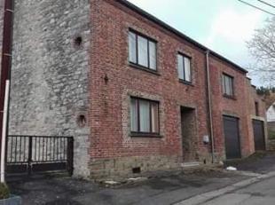 Grande maison située dans le village de Stave.<br /> <br />  À 5 min en voiture de Mettet et Florennes. École et transports en co