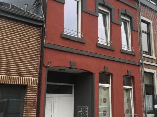 Immeuble de rapport constitué de 3 logements..<br /> <br /> Au rdc : 1 logement  de 65 m² (actuellement composé de 3 studios, doit