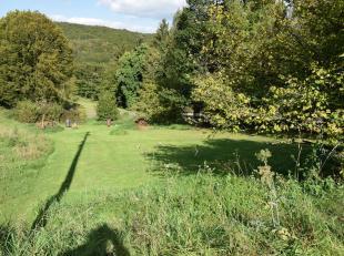 Beau terrain à bâtir d'une superficie de 8 ares 88 ca situé dans le village de Lustin.<br /> <br /> Dossier sur demande