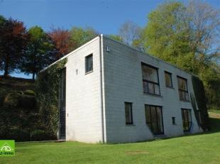 A 20 minutes de Namur, Spontin, très lumineuse villa contemporaine à proximité de la E411 tout en étant au calme, dans une