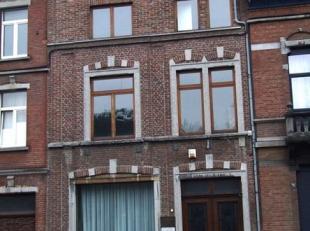 A deux pas du centre-ville et de toutes ses facilités, confortable et lumineux appartement dans un bon état d'entretien. Agréable