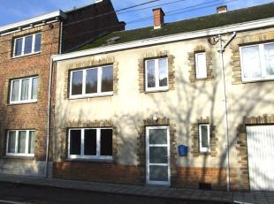 A proximité immédiate de la Citadelle et du centre de Namur, confortable maison villageoise aux très beaux espaces. Spacieux s&ea