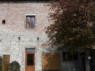 Dans une authentique ferme ancienne avec magnifiques vues dégagées sur la campagne, spacieuse maison rénovée au bon niveau