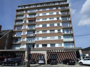 En plein coeur de Jambes, au quatrième étage d'un immeuble avec ascenseur, très confortable appartement de 90 m² compl&egrav
