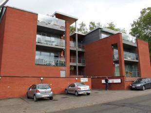 Dans un immeuble récent avec ascenseur à deux pas du centre-ville de Namur, spacieux et très confortable appartement dans un exce