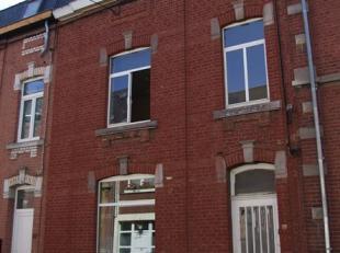 En plein centre de Namur et de toutes ses facilités, dans un quartier en redéploiement, confortable maison aux espaces surprenants. Spac