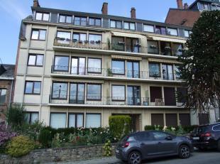 En plein coeur de Salzinnes, au quatrième étage d'un bel immeuble avec ascenseur, confortable appartement de 70 m². Lumineux s&eacu