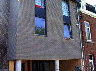 A deux pas du centre-ville dans un immeuble récent, très spacieux appartement dans un excellent état avec magnifique vue d&eacute