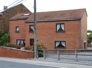 A deux pas du centre-ville de Namur, dans un quartier paisible bien desservi par les transports en commun, confortable maison prête à viv