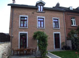 En plein coeur de Jambes et à deux pas du centre-ville de Namur, authentique propriété de caractère entièrement r&e