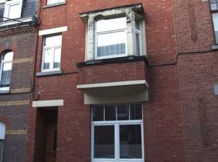 Dans un environnement agréable à deux pas du centre de Namur, confortable maison entièrement rénovée et aux beaux e
