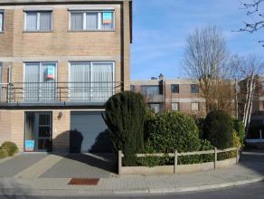Rustig gelegen gezinswoning stadsrand Dendermonde.Grote garage, inkomhal, apart toilet, berging, veranda en gezellig tuin met tuinhuis op het gelijkvl