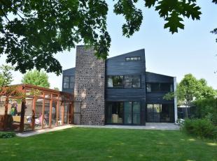 Open bebouwing in residentiële wijk groene rand Berlare, heerlijk genieten met nabijheid van Scheldedijk en centrum Berlare.De architectuur anno
