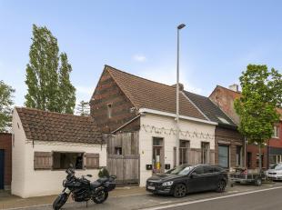 Gunstig gelegen en gezellig handelspand te St Gillis Dendermonde.<br /> Deze handelsruimte is heden ingericht als horecazaak (huurovereenkomst) maar l