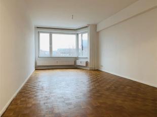 Contact: NIGORA 0472/07.15.95 Appartement lumineux situé au 4ème étage avec une belle vue dégagée. Il se trouve dan