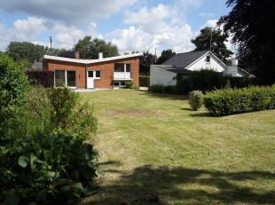 Loyer: 950 € hors charges privatives.<br /> Nous vous proposons à la location, cette charmante villa entièrement rénov&e