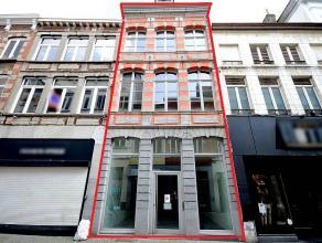 Loyer 3.000 euro/mois.Nous vous proposons à la location ce bel immeuble commercialen haut du piétonnier Montois proche de la Grand Place