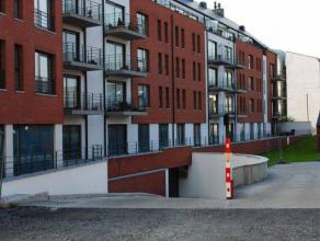 Prix indicatif : 75euroNous vous proposons à la location un emplacement de parking couvert en plein centre de Mons.Cet emplacement se situe au
